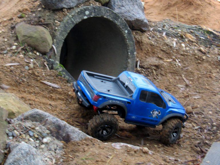 RC Scale-Crawler 4x4 bleu
