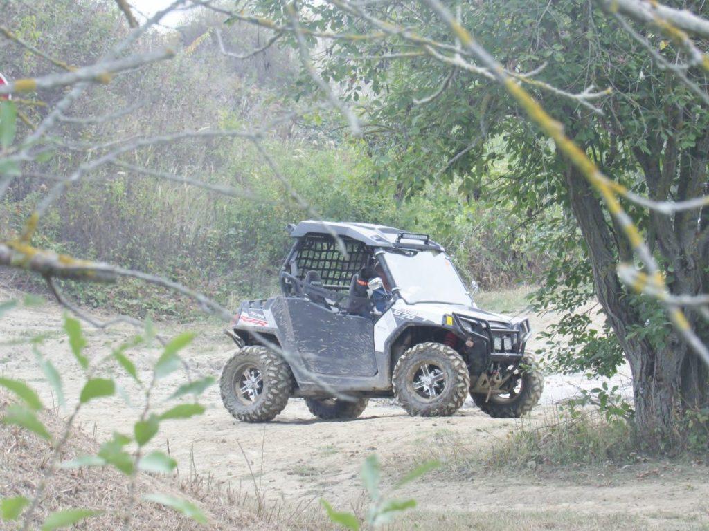 Photo extérieure d'un véhicule tout terrain